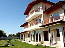 Една от новите къщи за почивка в Крапец