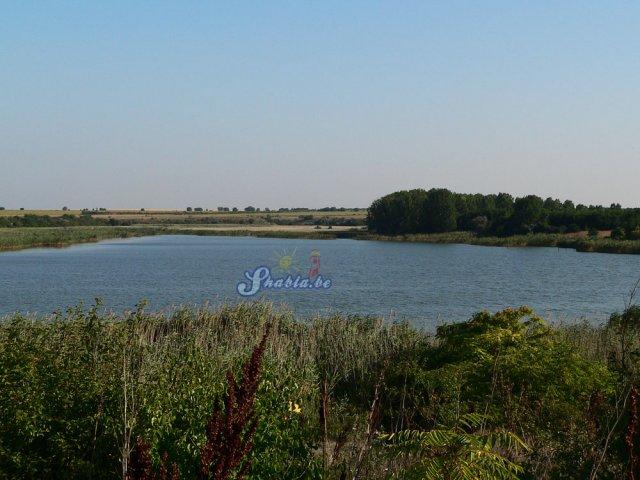 Дуранкулашко езеро е в съседство с Крапец