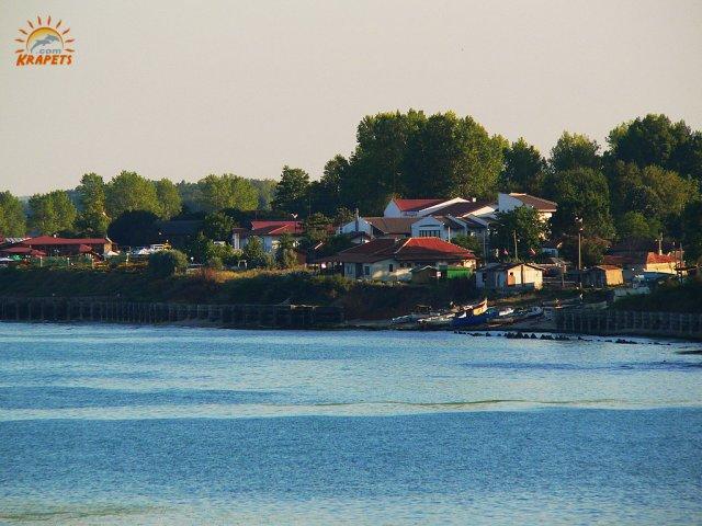 брега на Село Крапец от морето